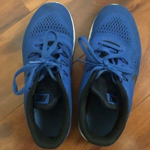 Nike free youth 4.5, adult size 6 running shoe